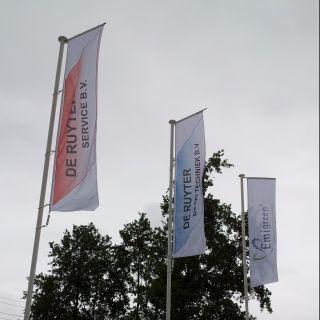 Vlaggenmast met vlag