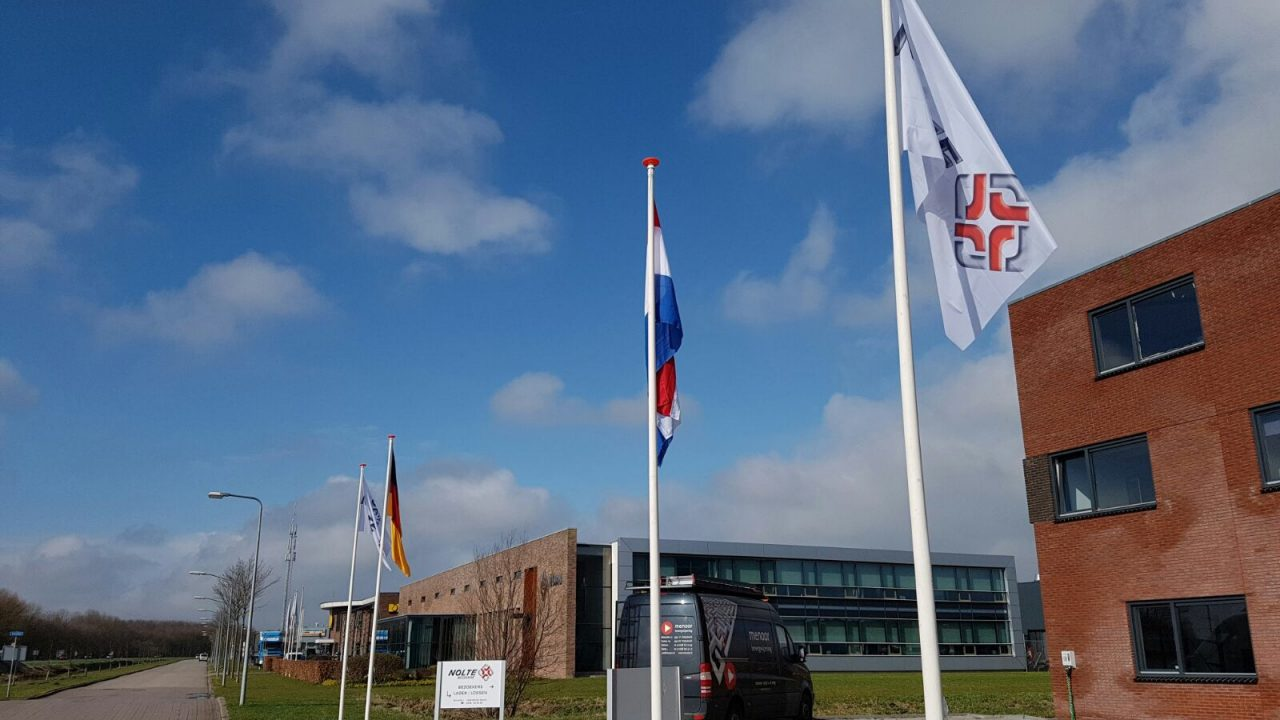 vlaggenmasten met vlag
